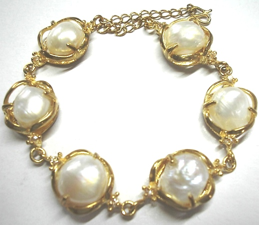 The Pearl Bracelet That Turned Many Heads