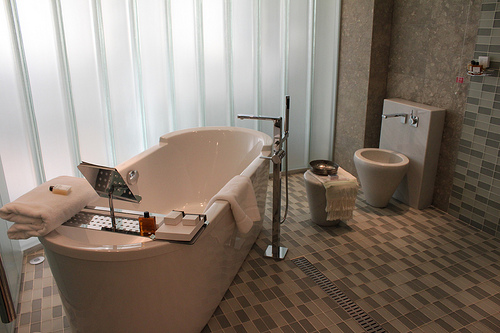 Dream Bathrooms - Features To Add To Bathe In Style