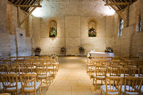 Why Barn Style Banqueting Halls Are An Amazing Bijou Wedding Venue