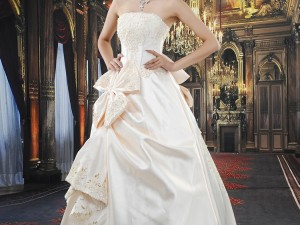 Look Stunning With The Fashionable Winter Wedding Outfits