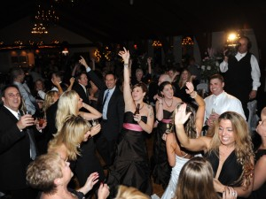 Let's Dance: 5 Steps To Choosing The Right Music For Your Wedding