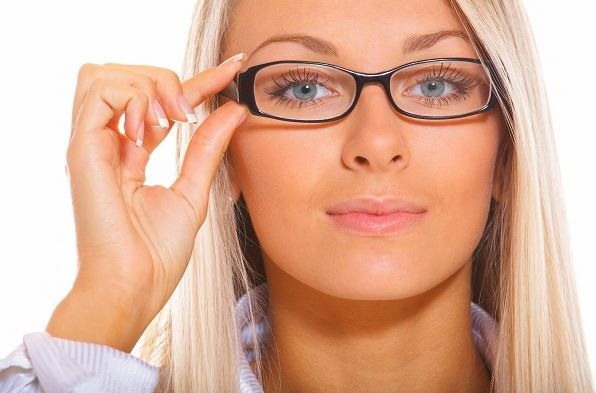 Getting Glasses For The First Time? Tips For Choosing A Pair The Complements Your Face And Style